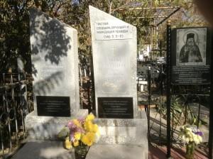 Могила жены и дочери святителя Луки Войно-Ясенецкого на Боткинском кладбище