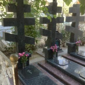 Могилы владык на Боткинском кладбище