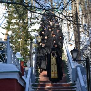 В Псково-Печерский монастырь на богомолье.