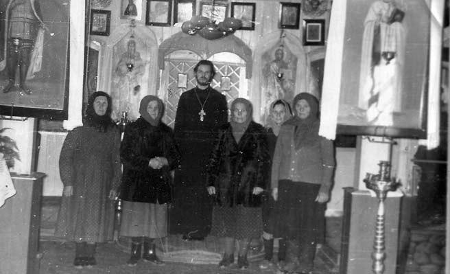 о. Павел сприхожанками храма св. Николая в Кагане