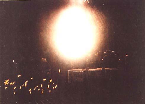 Фото на молебне ночью у мощей св. Серафима и Феогноста