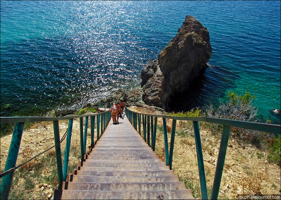 Лестница на море